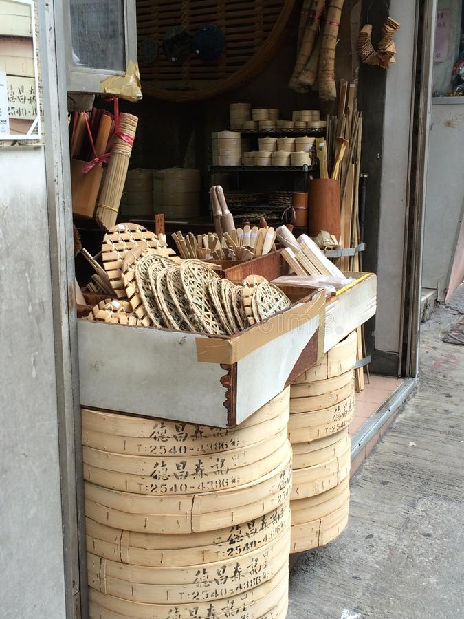 Traditionellt shoppa sälja den Dim Sum ångaren arkivbilder