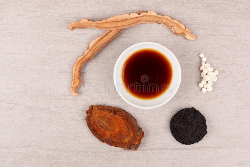 Traditionellt te för kinesisk medicin royaltyfria bilder