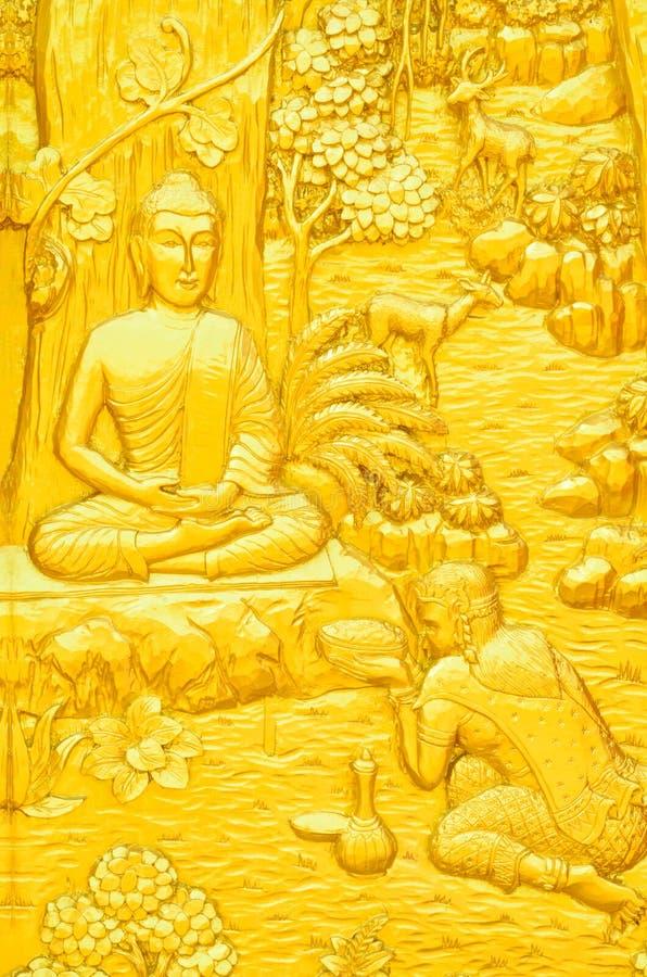 Traditionellt thailändskt snida för stilkonst av Buddhaberättelsen på tempeldörr royaltyfria foton