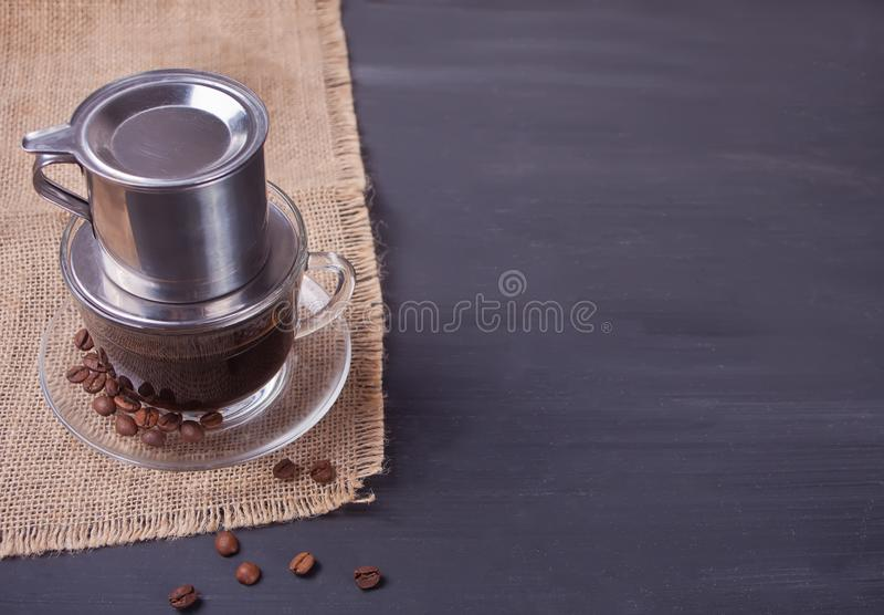 Traditionellt vietnamesiskt kaffe på lantlig bakgrund kopiera avstånd arkivbild