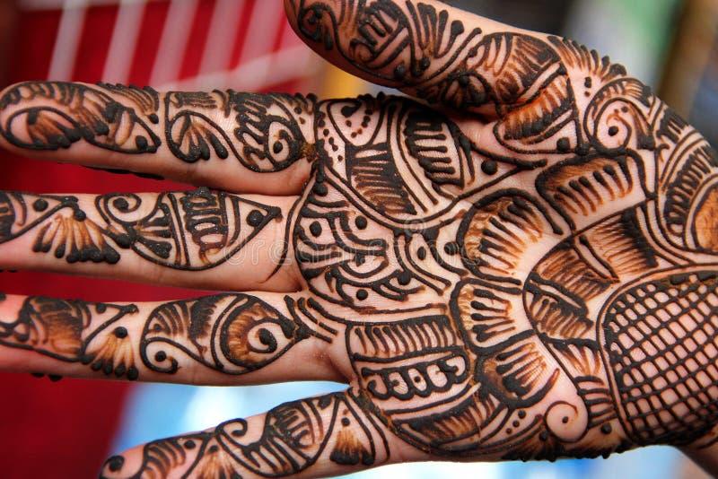 Traditioner av henna som kroppkonst royaltyfria bilder