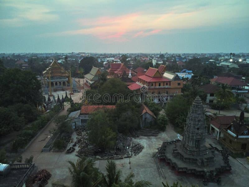 traditionnal柬埔寨人寺庙的空中寄生虫视图 免版税图库摄影