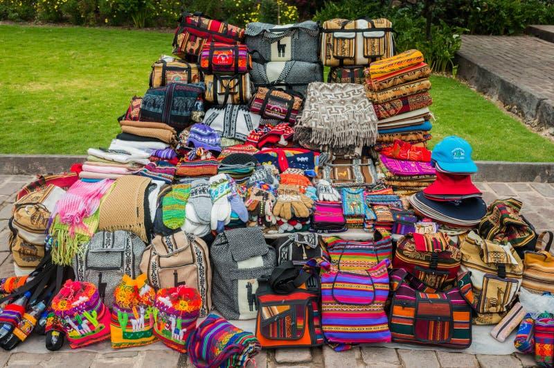 Traditionnels péruviens handcraft des souvenirs les Andes Cuzco Pérou image stock