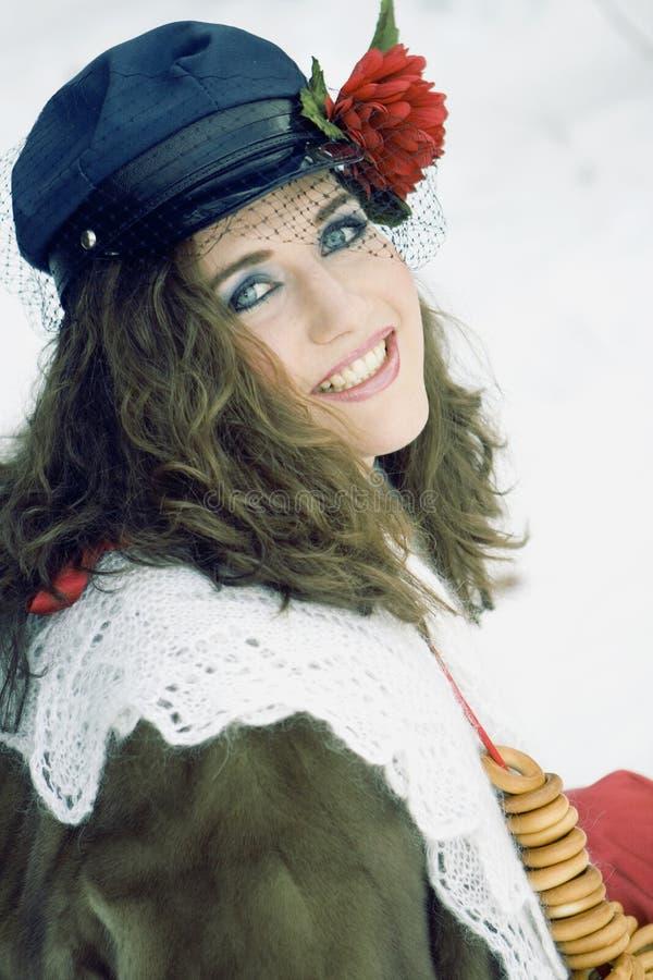 traditonal русского maslenitsa девушки одежды стоковое фото