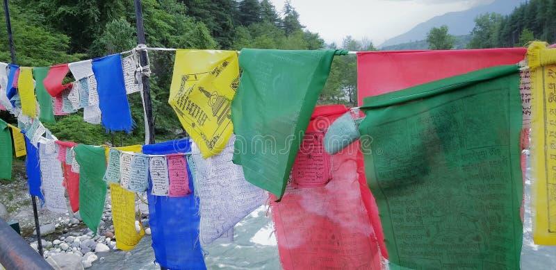 Tradizione del Himanchal di SpSaloni; Bandiere di preghiera fotografie stock libere da diritti