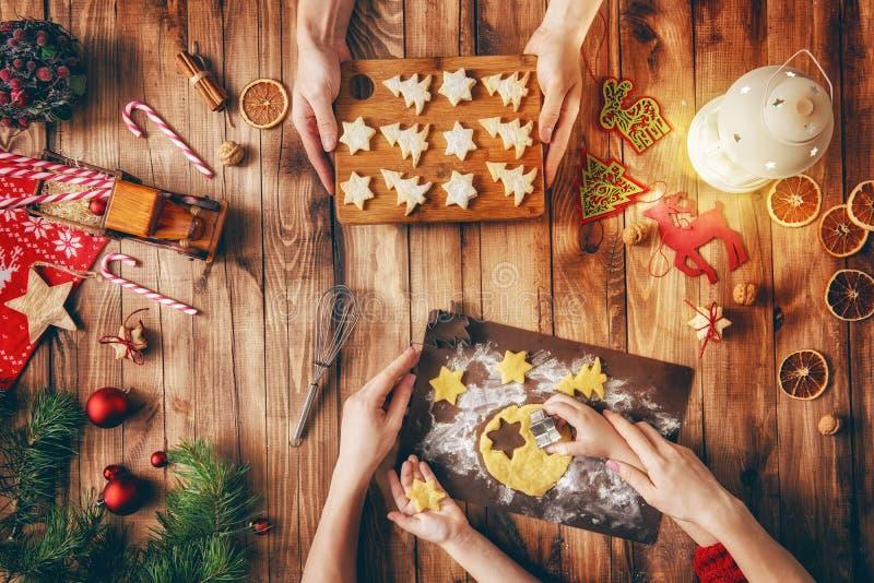 Tradizioni della famiglia di Natale immagini stock libere da diritti