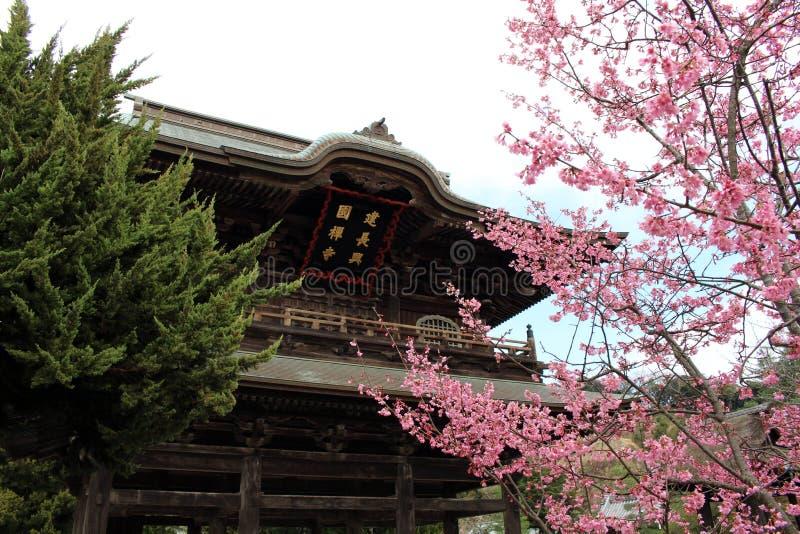 Tradução: ` Do templo do zen de Kenchoji do ` Um de cinco grande Zen Temples Gozan imagens de stock royalty free