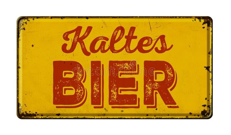 Traduction allemande de signe rouillé en métal de cru de bière froide - civière de Kaltes photos stock