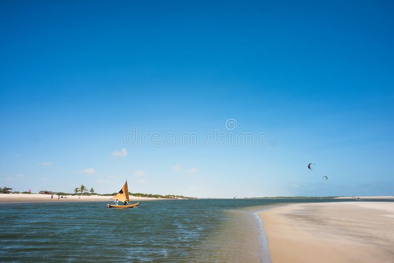 Tradycyjna łódź rybacka, Lencois Maranhenses park narodowy, Brazylia zdjęcia royalty free