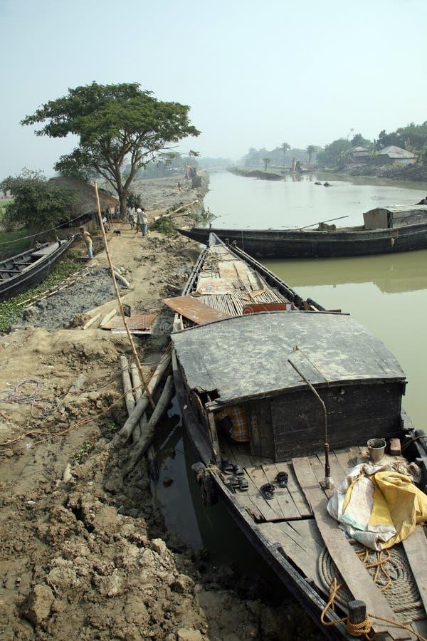 Tradycyjna łódź rybacka w delcie Ganges rzeka w Sundarbans dżungli, India fotografia stock