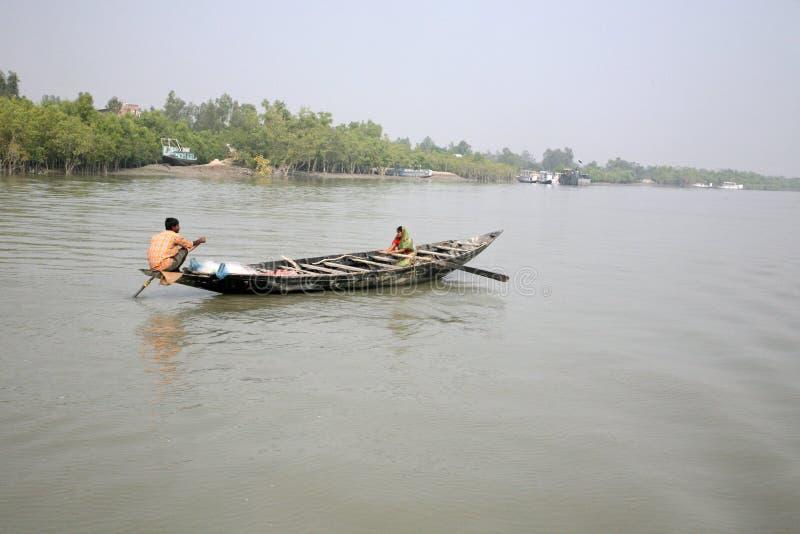 Tradycyjna łódź rybacka w delcie Ganges rzeka w Sundarbans dżungli, India obraz royalty free