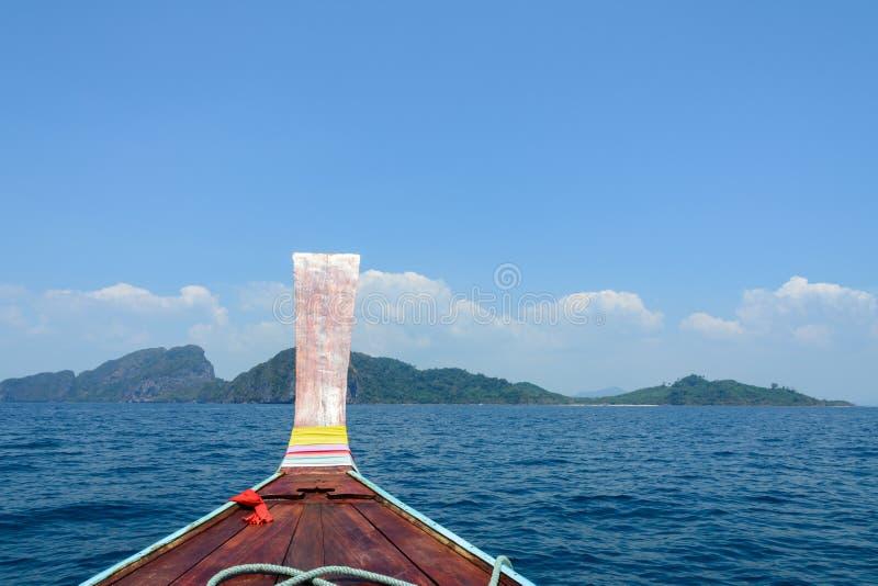 Tradycyjna łódź w tropikalnym morzu, Andaman, Tajlandia zdjęcie royalty free