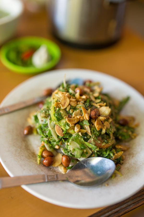 Tradycyjna burmese herbaciana liść sałatka w Myanmar obrazy stock