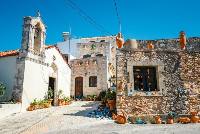 Tradycyjna cretan wioska Margarites sławny dla handmade ceramics, Crete, Grecja zdjęcia royalty free