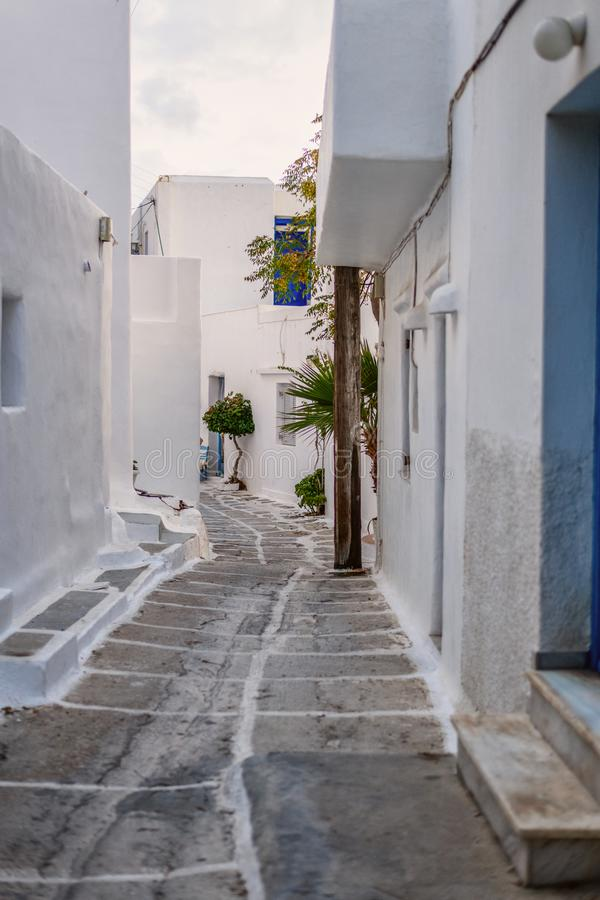 Tradycyjna Cyclades architektura na wyspie Paros, Naoussa wioska Grecja obrazy royalty free