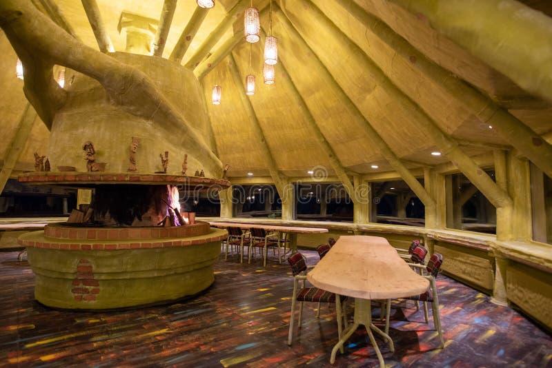 Tradycyjna drewniana kabina w górach Transylvania, turystyka w Rumunia zdjęcia stock