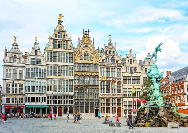 Tradycyjna flemish architektura w Belgia, Grote Markt kwadracie - Antwerpen miasto zdjęcia stock