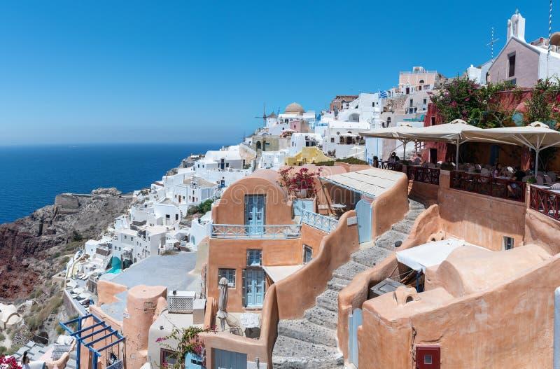 Tradycyjna Grecka architektura Santorini wyspa z pięknym widokiem na powulkanicznej kalderze fotografia stock