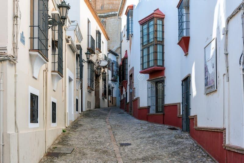 Tradycyjna Hiszpańska ulica z pięknymi białymi domami obraz stock