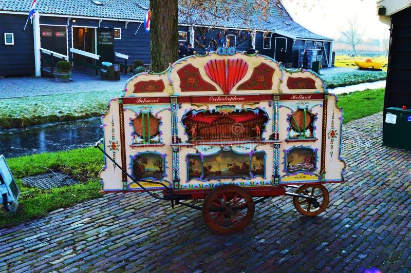 Tradycyjna malująca fura w Zaanse Schans wiosce, Holandia zdjęcie royalty free