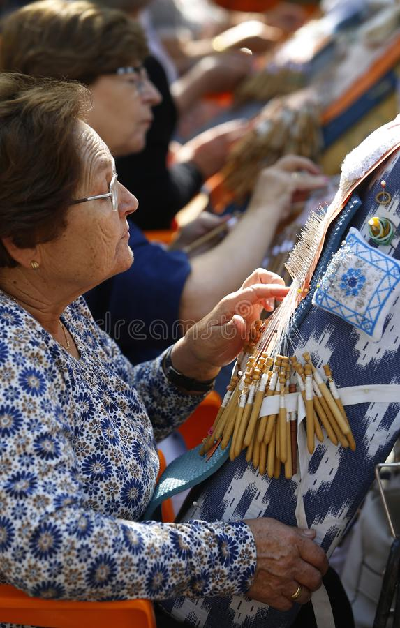 Tradycyjna nić handcrafted bobiny koronki tekstylny vertical zdjęcie stock