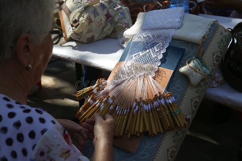 Tradycyjna nić handcrafted bobiny koronki tkanina szeroka fotografia stock