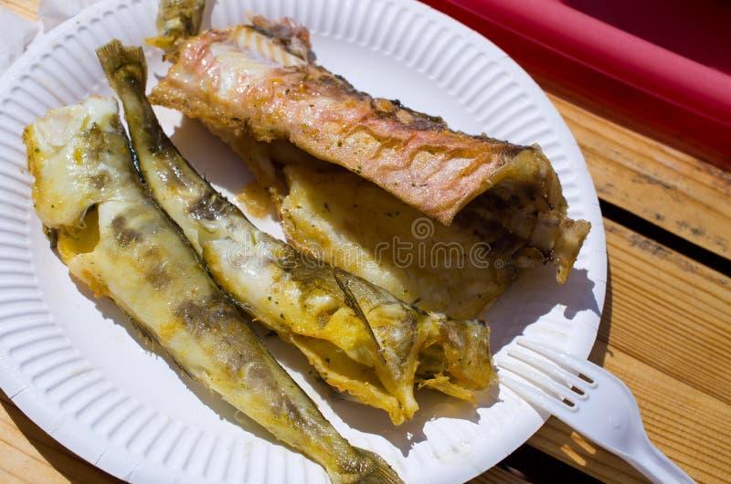 Tradycyjna smażąca ryba w jeden połysk bary obrazy stock