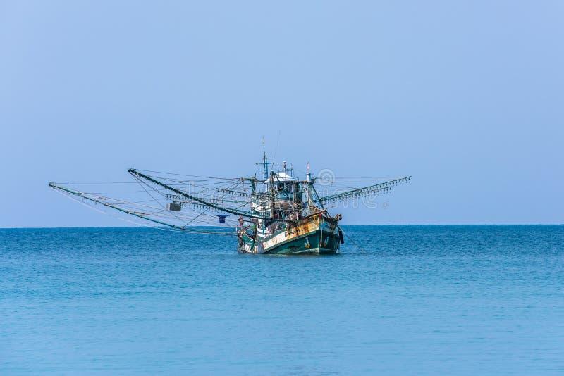 Tradycyjna tajlandzka łódź rybacka, Koh Kood wyspa, Tajlandia zdjęcia stock