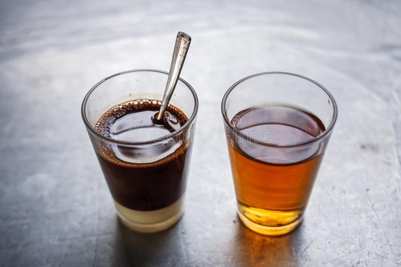 Tradycyjna Tajlandzka kawa z chińską herbatą na stronie zdjęcie royalty free