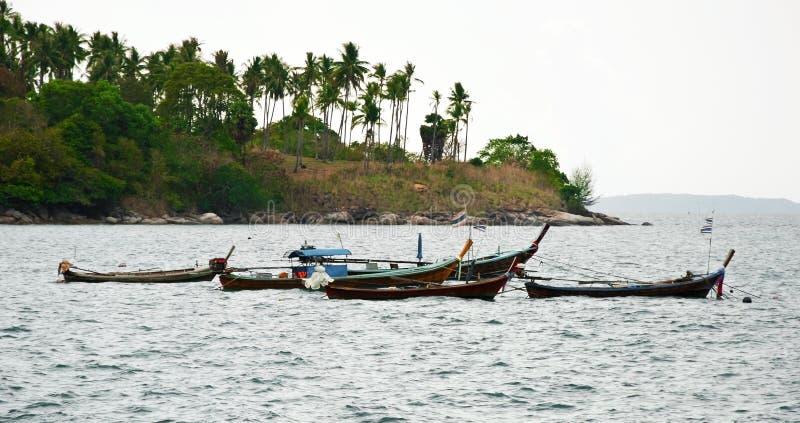 Tradycyjna Tajlandzka Longtail rybaka łódź na plaży zdjęcie royalty free