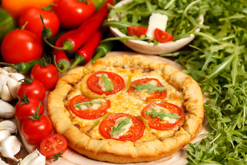 Download Tradycyjna Włoska Pizza Fotografia Royalty Free - Obraz: 18987147