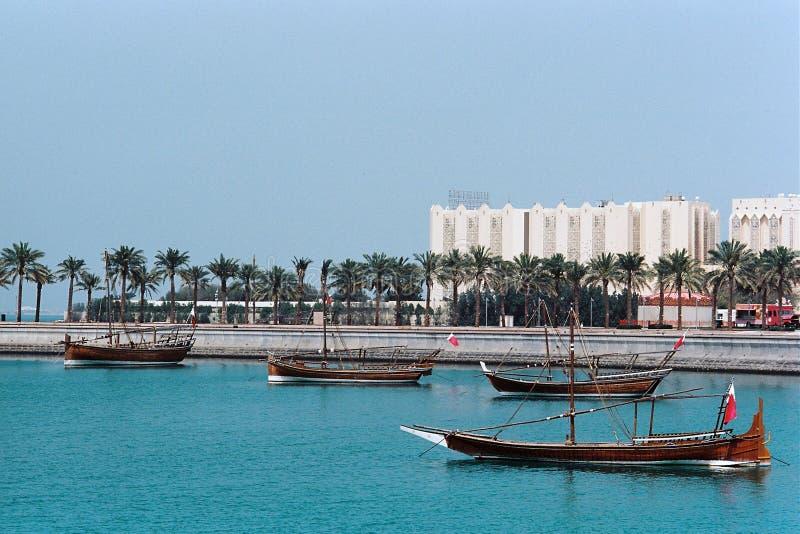 Tradycyjne łodzie wystawiać w Doha Katar obraz royalty free