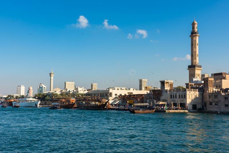 Tradycyjne arabskie łodzie przy Dubaj zatoczką, UAE zdjęcie royalty free