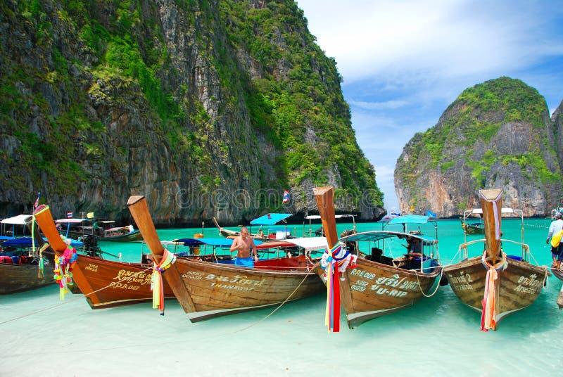 Download Tradycyjne Długie łodzie W Thailand - Tropikalny Raj Obraz Stock Editorial - Obraz złożonej z grudzień, piękny: 57663189