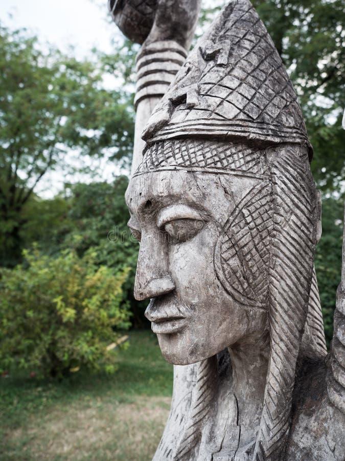 Tradycyjne drewniane Afrykańskie plemienne statuy obrazy royalty free