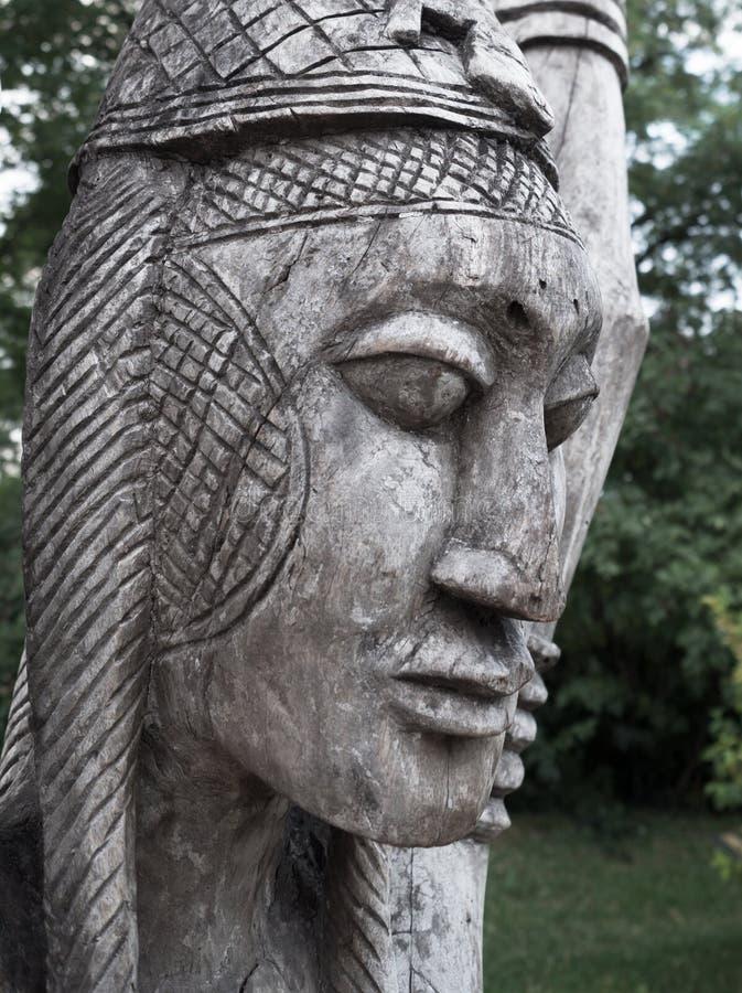 Tradycyjne drewniane Afrykańskie plemienne statuy fotografia royalty free