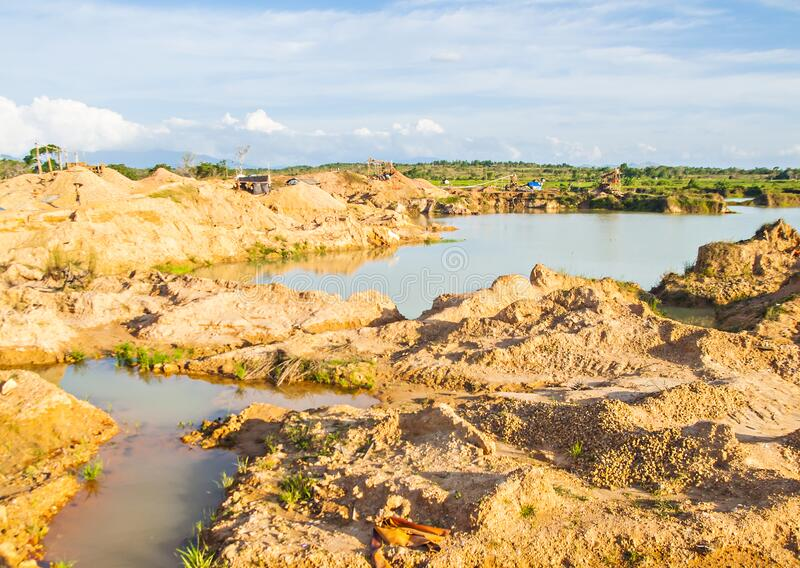 Tradycyjne górnictwo w Martapura, Banjarbaru, South Kalimantan, Indonezja zdjęcie stock
