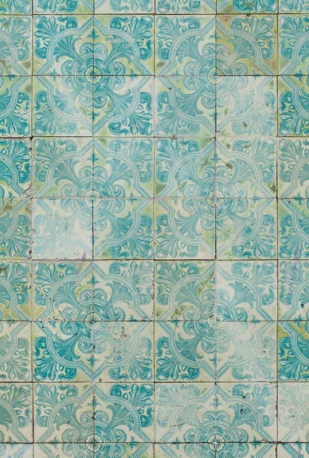 Tradycyjne Portugalskie azulejo płytki tło szczegółów tekstury okno stary drewniane zdjęcie stock