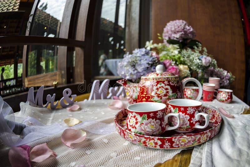 Tradycyjni Chińskie herbacianej ceremonii taca w dniu ślubu z symbolem znać jako ` i filiżanki Podwajają szczęścia ` zdjęcie royalty free