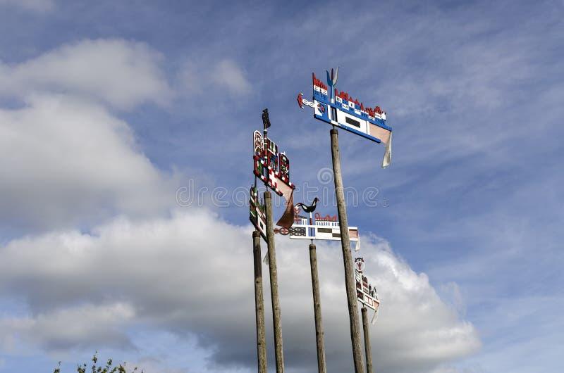 Tradycyjni curonian wiatrowskazy w Nida, Lithuania zdjęcie stock