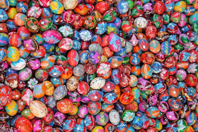 Tradycyjni dekorujący Wielkanocni jajka cesky krumlov republiki czech miasta średniowieczny stary widok zdjęcie stock