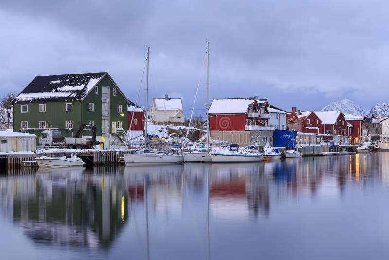 Tradycyjni domy w wiosce Henningsvaer obrazy stock