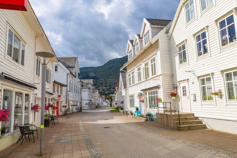Tradycyjni drewniani domy w Nordfjordeid, Norwegia zdjęcie stock
