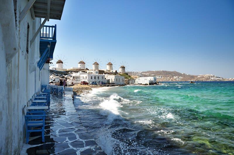 Tradycyjni Greccy wiatraczki na Mykonos wyspie, Grecja obraz royalty free