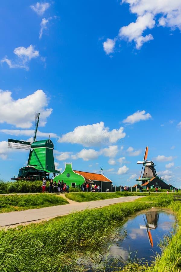 Tradycyjni Holenderscy wiatraczków domy obraz royalty free