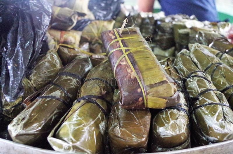 Tradycyjni Honduras karmowi gorący tamales na garnku obraz stock