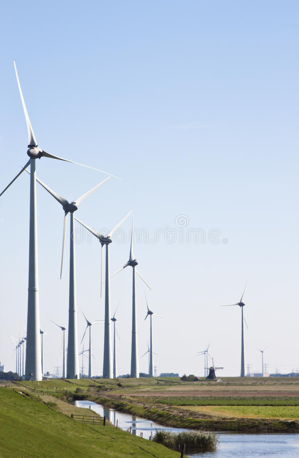 Tradycyjni i odnawialni wiatraczki, Groningen, Holandia fotografia stock