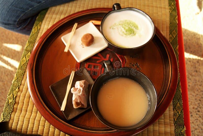 Tradycyjni japońscy napoje w Okayama Korakuen ogródzie fotografia royalty free