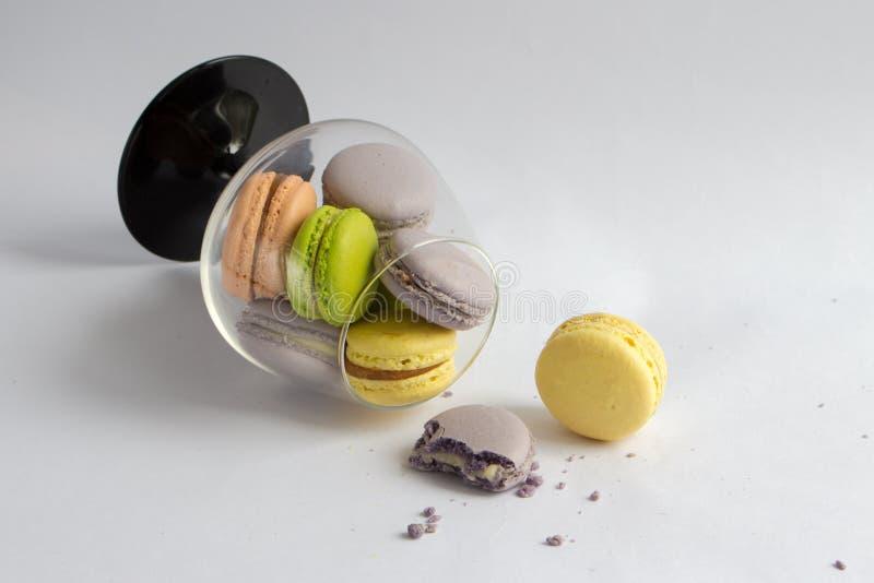 tradycyjni kolorowi francuscy macarons zdjęcia royalty free