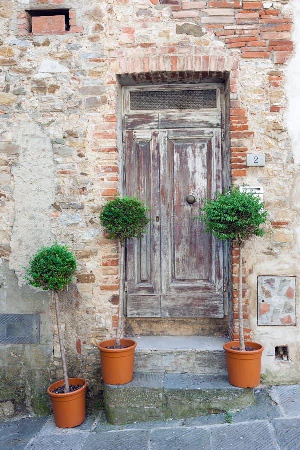 Tradycyjni starzy drewniani drzwi w Włochy obrazy royalty free